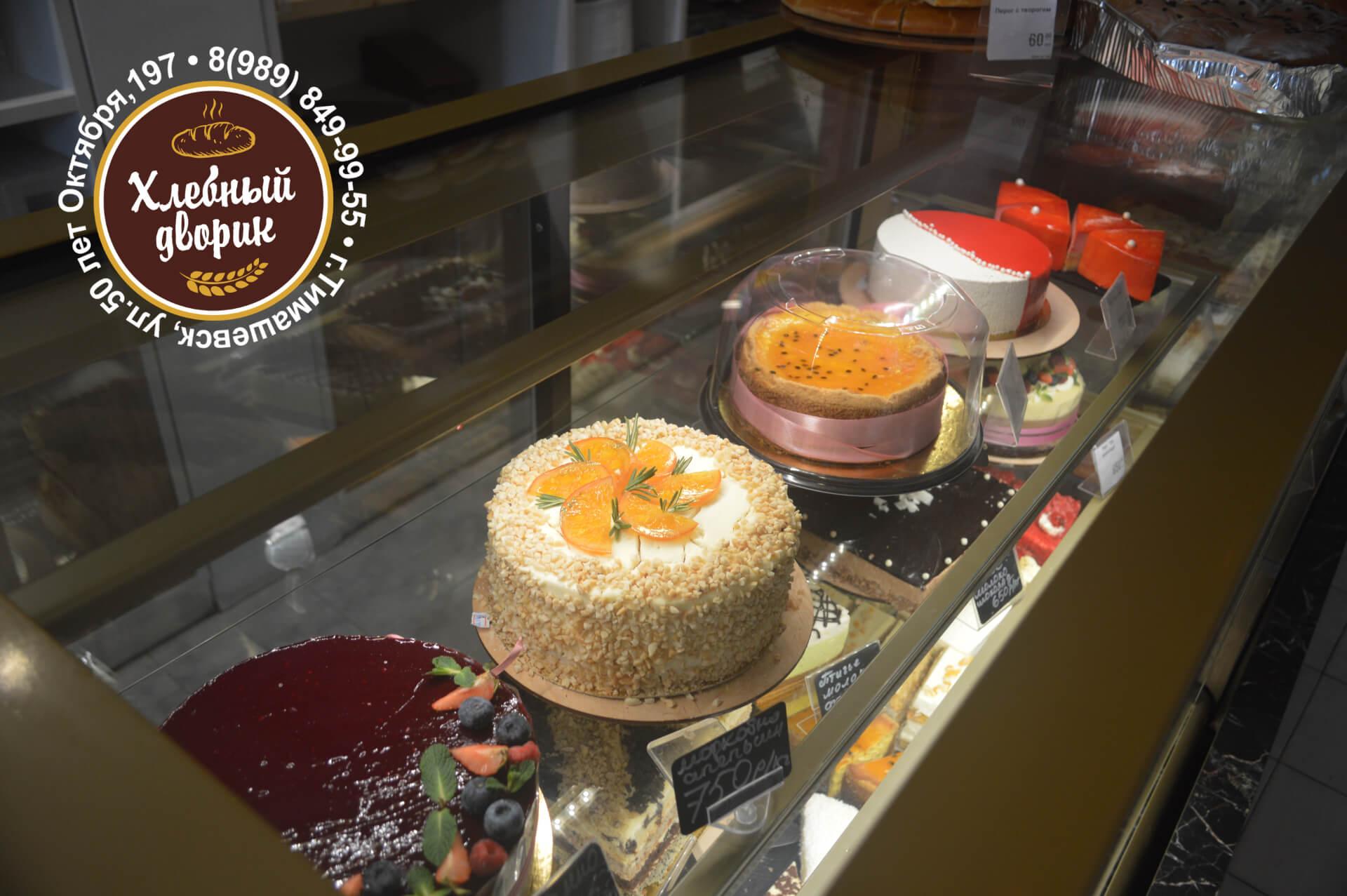 Ассортимент тортов в кондитерской Хлебный дворик в Тимашевске